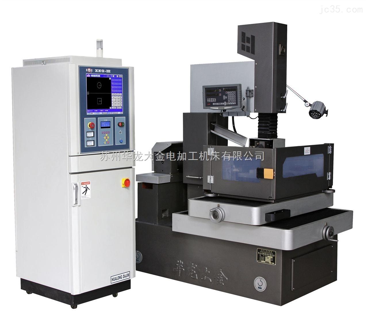电控柜介绍 CNC控制系统、机床电器、高频电源三大部件采用模块化设计,集成在同一个电控柜内,结构紧凑,维修方便。控制机床实现分时、分段加工,显示加工轨迹,短路自动回退,断丝及加工结束自动关机等功能。 1、CNC系统的配置组成及技术性能 (1)、CNC的软件组成及操作平台 a、CNC软件由HF自动编程、控制系统功能模块组成 b、操作平台为WIN98 (2)、CNC系统的技术性能 a、四轴联动 b、斜度加工(异形加工) (3)、CNC系统运行环境 a、温度: 5~60 b、相对湿度: 40%~90% 2、编控