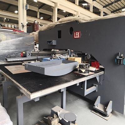 S2-1225梁发记20吨高速数控转塔冲床钢板冲孔机
