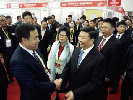 国土资源部部长姜大明在副部长汪民的陪同下亲临东方测控展位参观指导图片