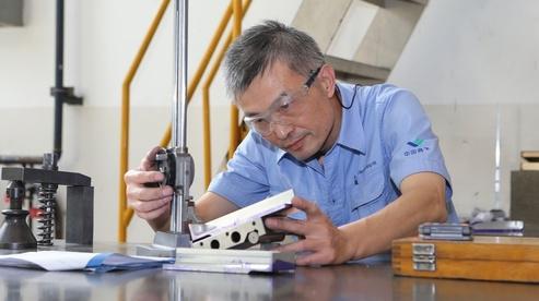 中国商飞上海飞机制造有限公司数控机加车间钳工组