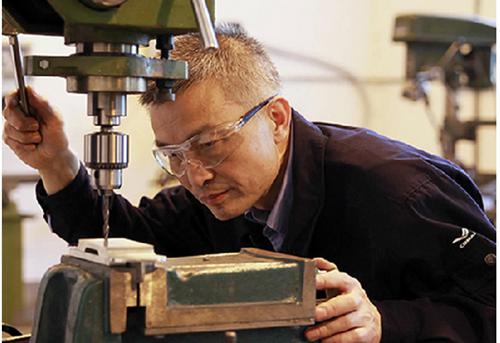 高素质的产业技术工人是中国迈向制造业强国的